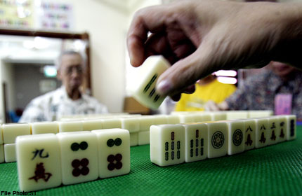 Playing mahjong is a fun way to learn Chinese characters