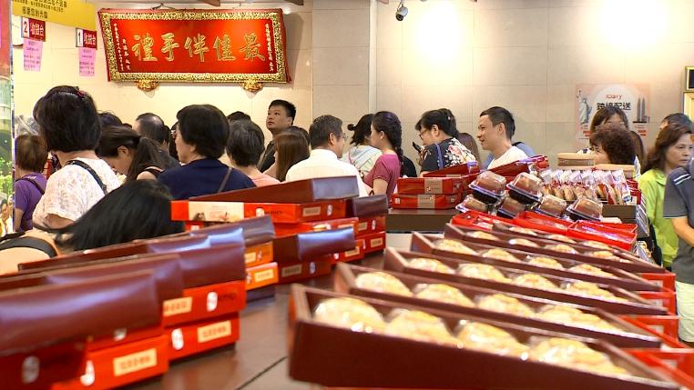 People wait in line to buy mooncakes - Moon Festival in Taiwan