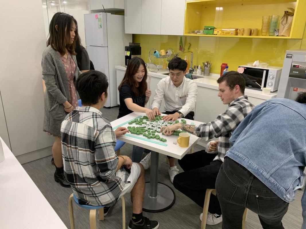How to play Mahjong with LTL
